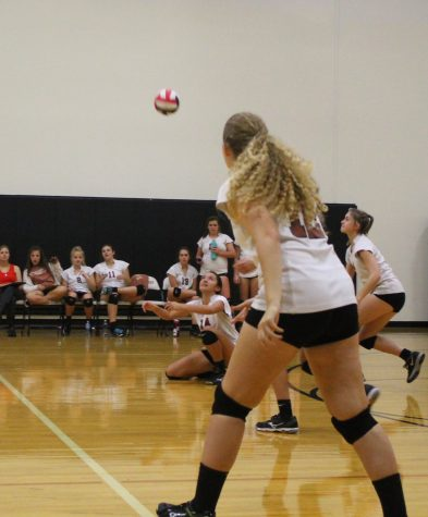 JV White Volleyball Defeats Hendrickson Hawks