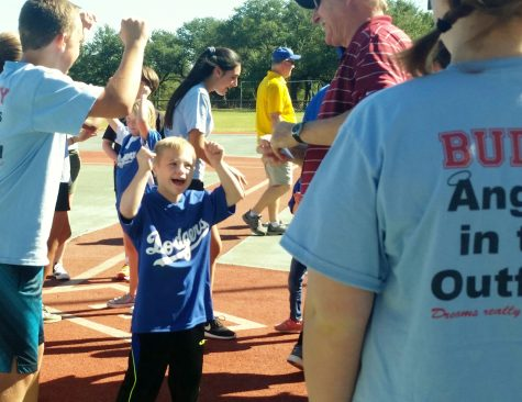 Students Volunteer with Miracle League