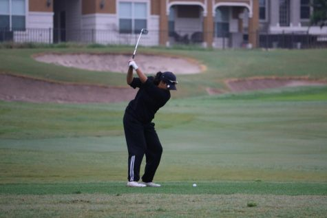GALLERY: Girls' Golf Participates in District Tournament