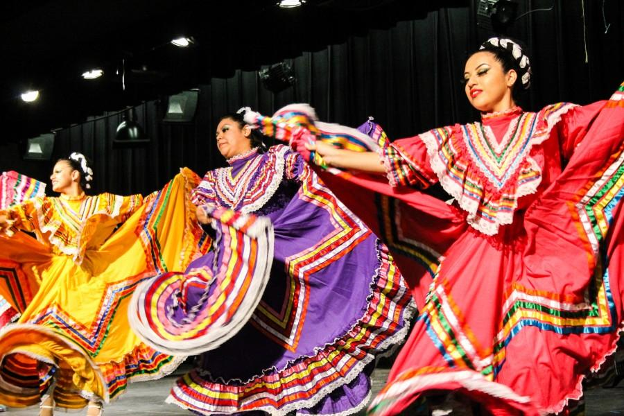 Surprise Mexican Folk Dance Performance
