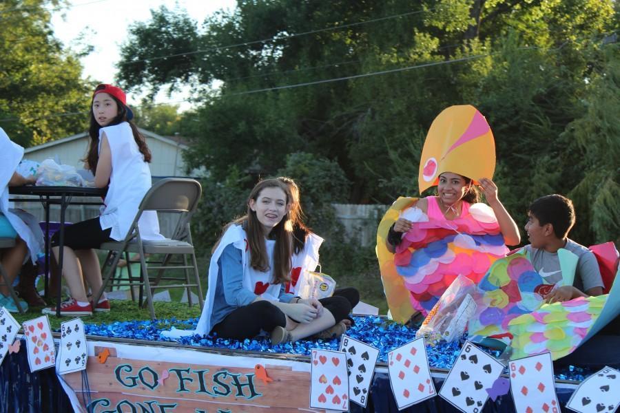 Freshmen Win Homecoming Hallway Decorations and Float