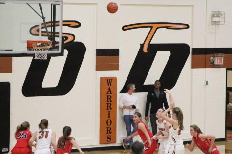 Girls Varsity Basketball Shoots for Playoffs