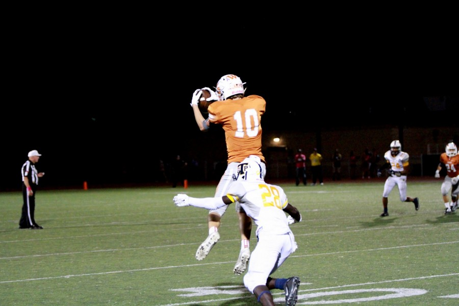 Will Jennings '18 leaps to catch a nice pass from Swensen.