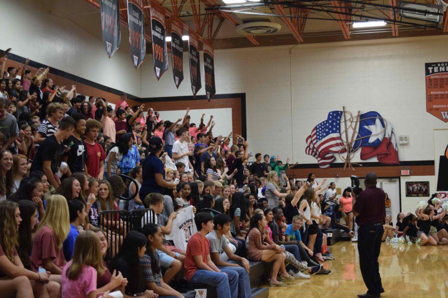 Students+cheer+during+the+pep+rally+at+Fish+Bowl.