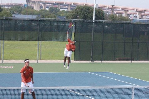Varsity Tennis Falls to Westlake Chaps
