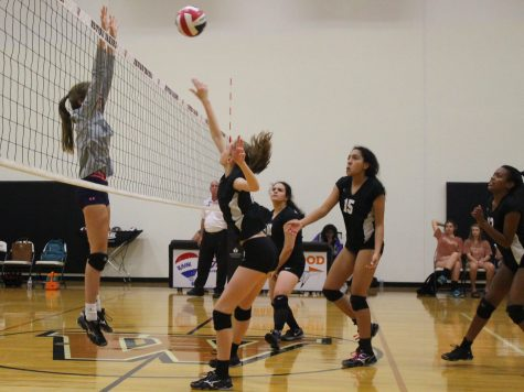 Freshman Volleyball Ends Season With a Victory