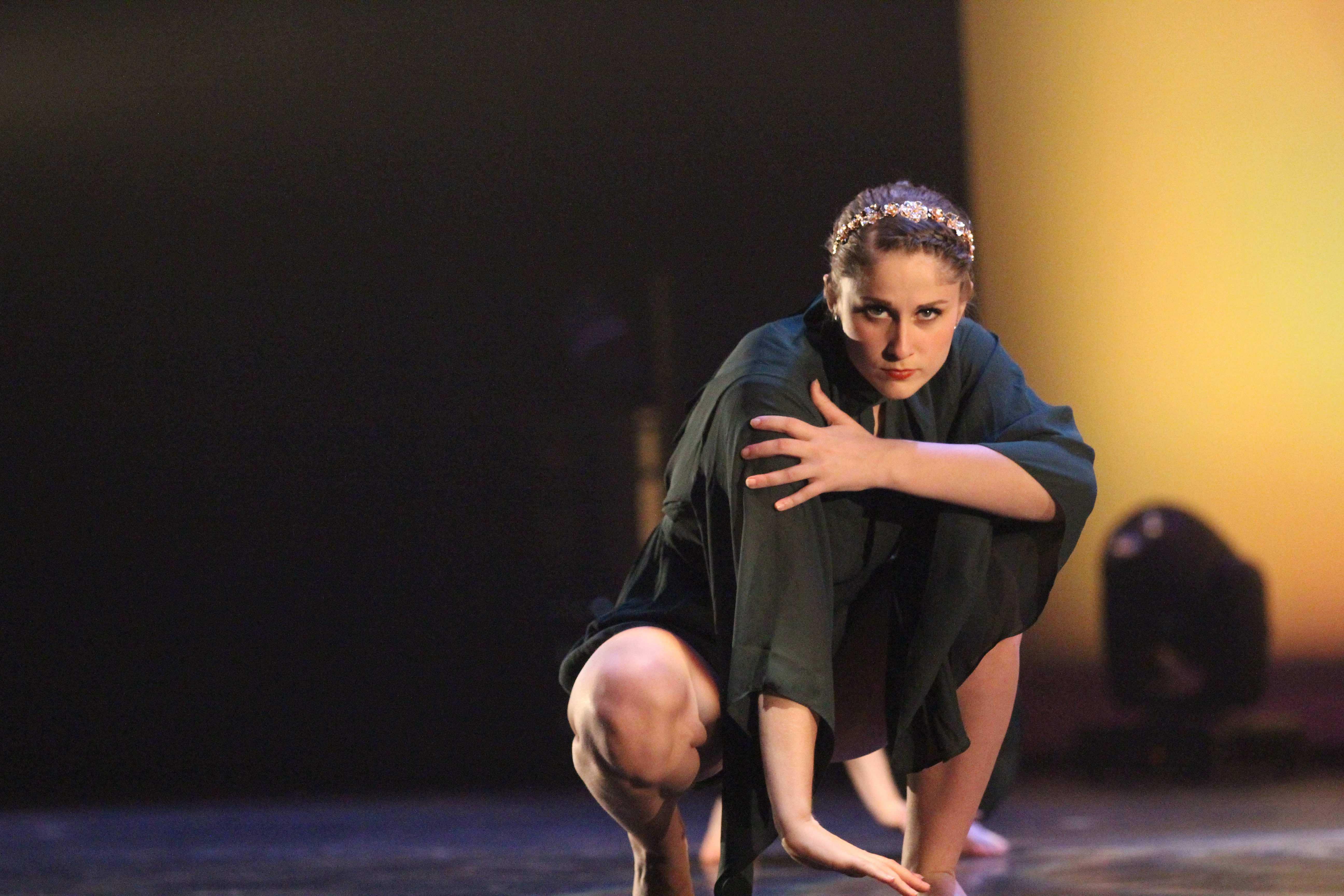 Abby+Scott+%2717+performs+her+dance+piece.