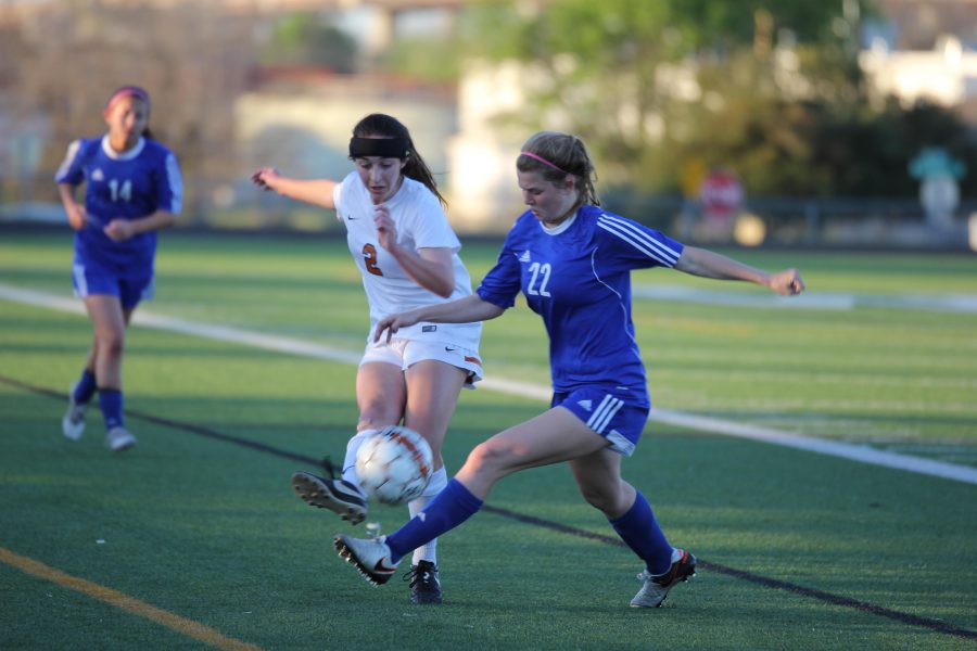 Sarah Frank '18 passes the ball to avoid the opposing player.