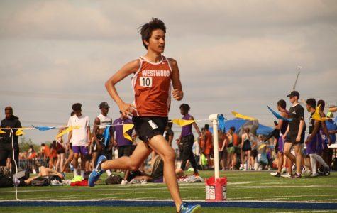 Harris Quraishi '20 races the 1600-meter run.