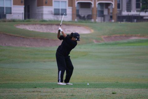 GALLERY: Girls' Golf Participates in District Tournament