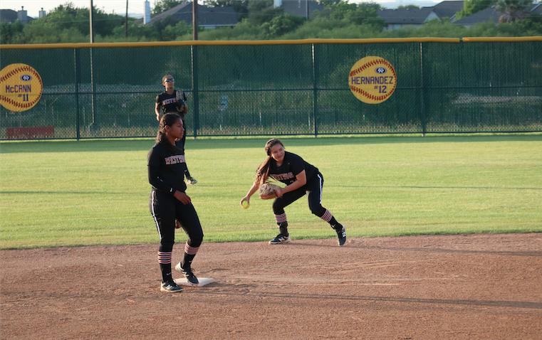 Varsity+Softball+Falls+to+Cedar+Ridge