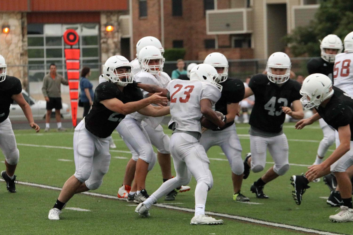 GALLERY%3A+Football+Plays+Second+Scrimmage+of+Spring+Season