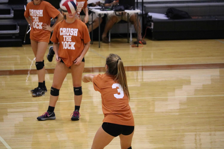 Varsity+Volleyball+Narrowly+Beats+Round+Rock+3-2