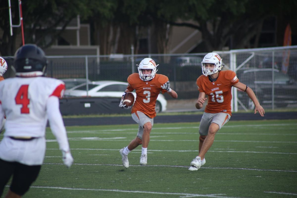 Cody Crider '20 sprint up the field after receiving a kick with Kam Colvin '20 at his side.