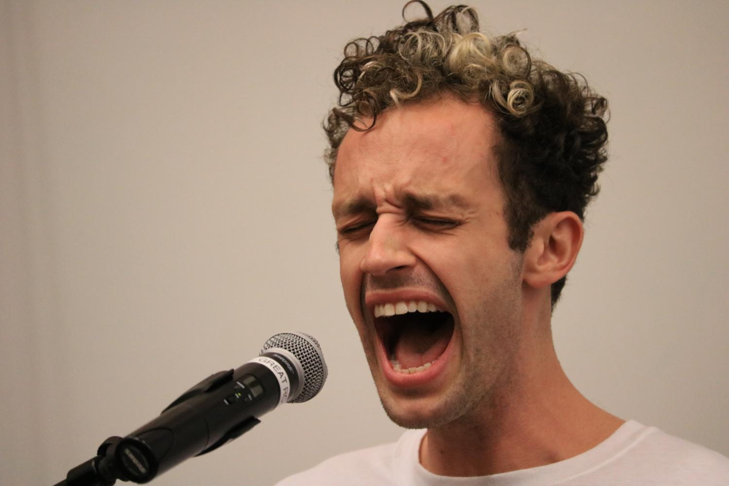 Wrabel sings into the microphone.