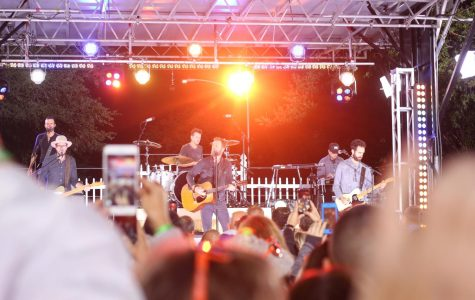 Dierks Bentley Surprises Fans with Performance at Local Neighborhood