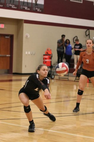 Varsity Volleyball Falls to Round Rock Dragons 3-1