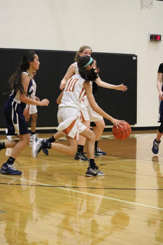 Megan+Luu+%2721+runs+with+the+ball+to+shoot+a+basket.