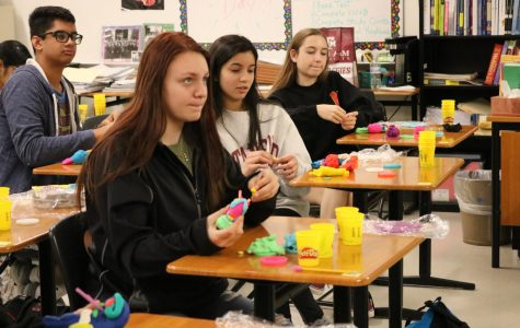 Psychology Students Model Brains with Play-Doh