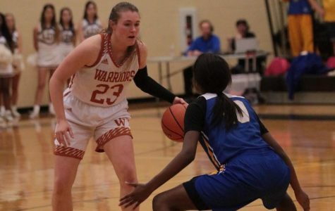 McKenna Lindley '18 strategically passes the Bearkat's high pressure defense.