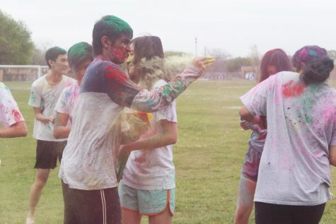 IBSO Students Gather for Holi Celebration