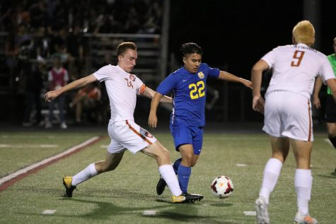 Varsity Boys' Soccer Defeats Trojans 1-0, Advance to Round-2 Playoffs