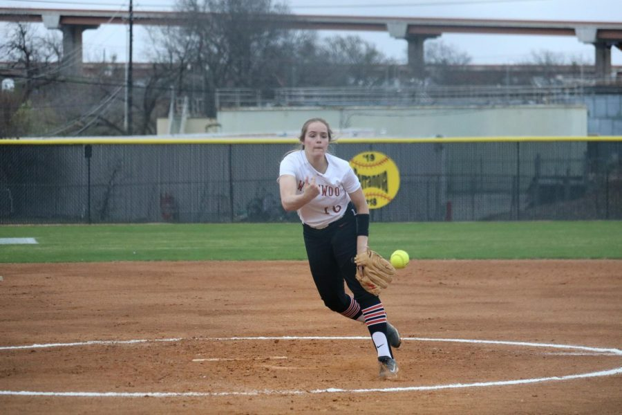 Haley Popelka '18 releases her pitch.