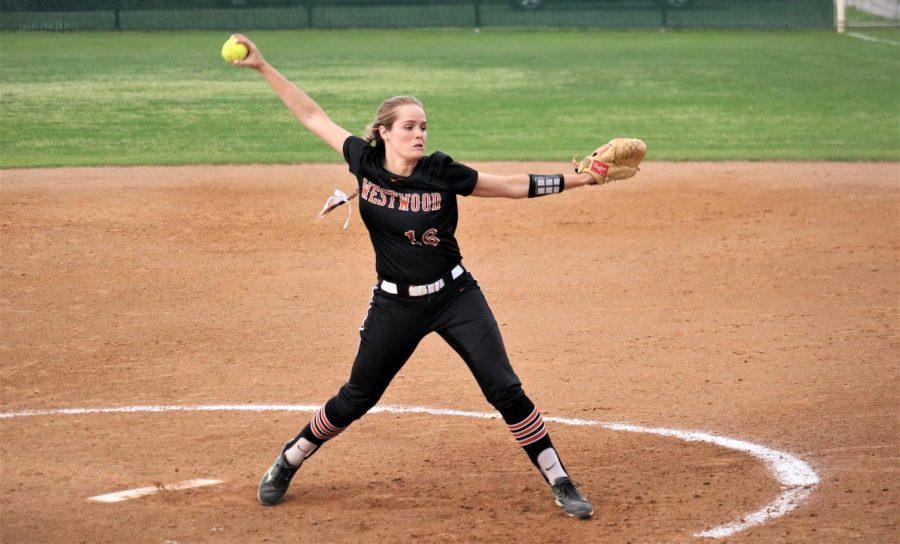 Haley Popelka '18 prepares her pitch.