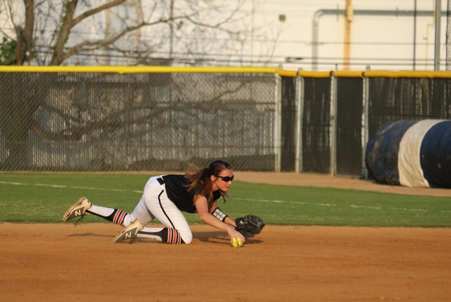 Chelsea Terranova '19 fields the ball between first and second base.