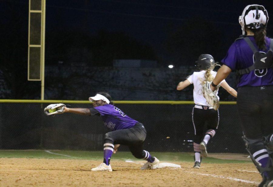 Alyssa Popelka '19 makes it safe at first base.
