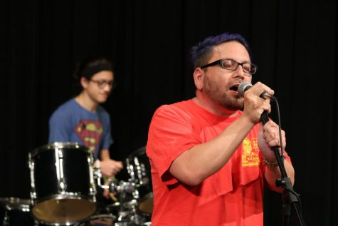 Farkle and The Recreants Perform Live for Students