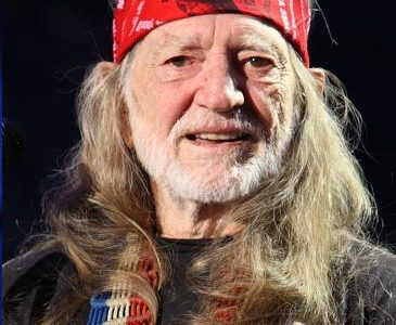 Willie Nelson Scheduled to Play First Political Benefit Concert for Beto O'Rourke