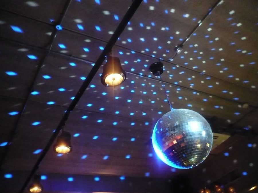 Pacesetters Organize Disco-Themed Homecoming Dance