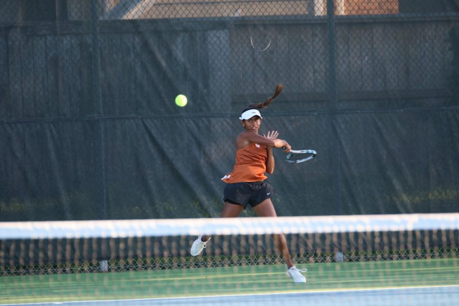 Anjali Devireddy '19 returns the serve of her Vandegrift opponent.