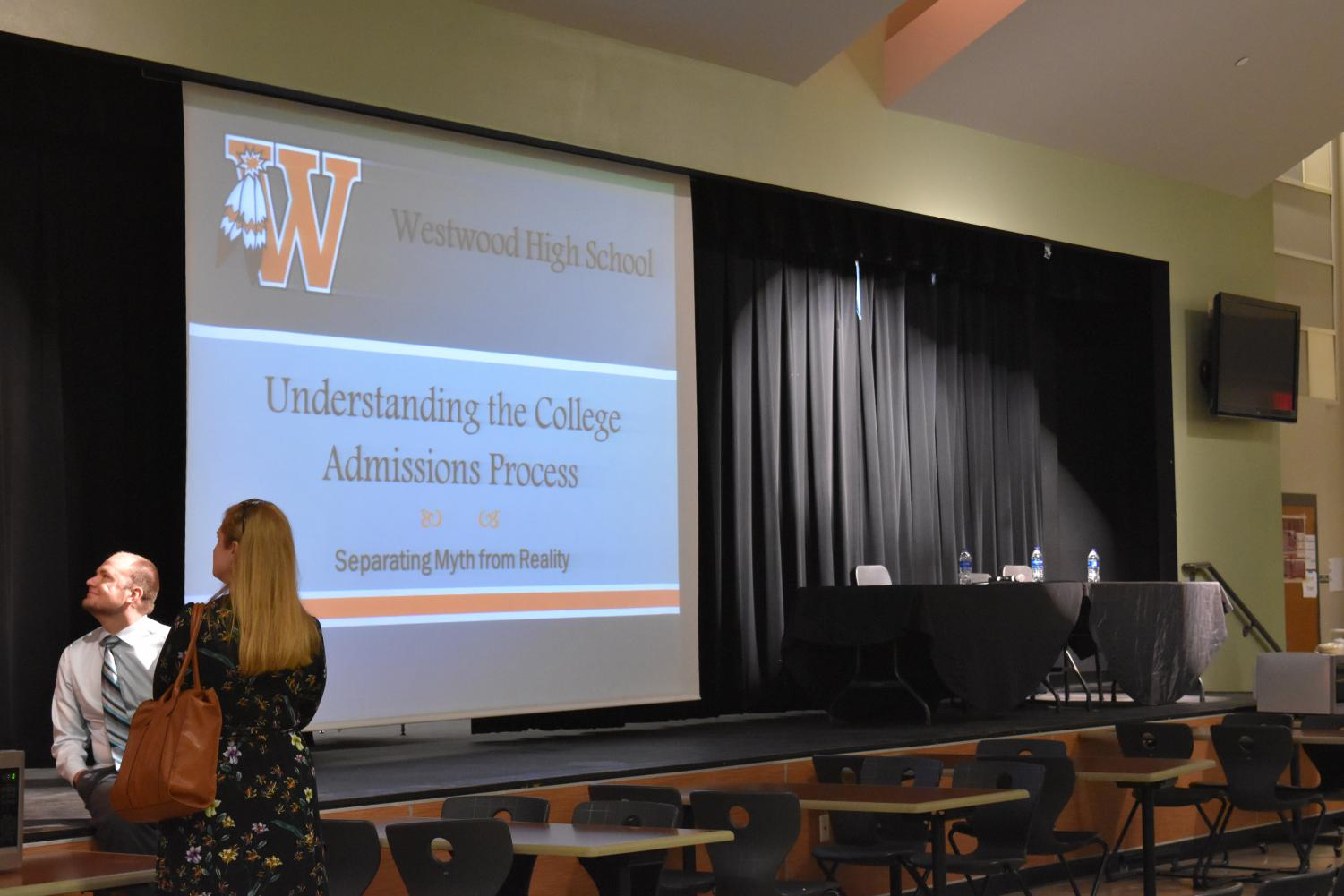 Parents+and+Students+Attend+College+Admissions+Night