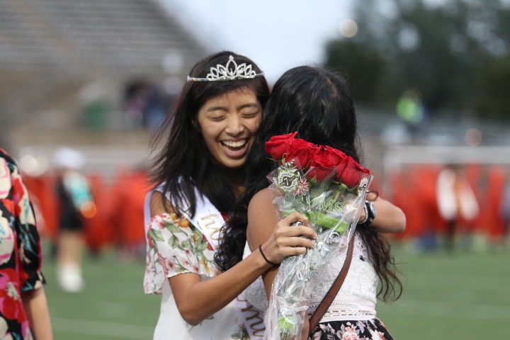 Vivian+Tran+%2719+hugs+last+year%27s+Homecoming+Queen%2C+Hamsi+Nathan+%2718%2C+after+she+is+crowned.
