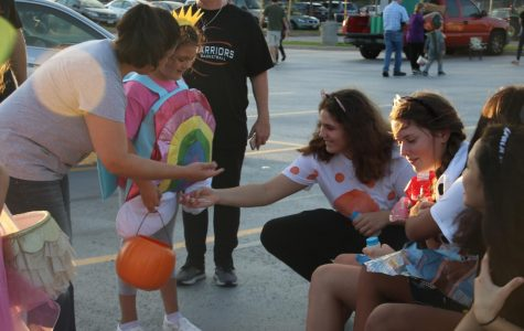 Students Volunteer at Trunk-Or-Treat