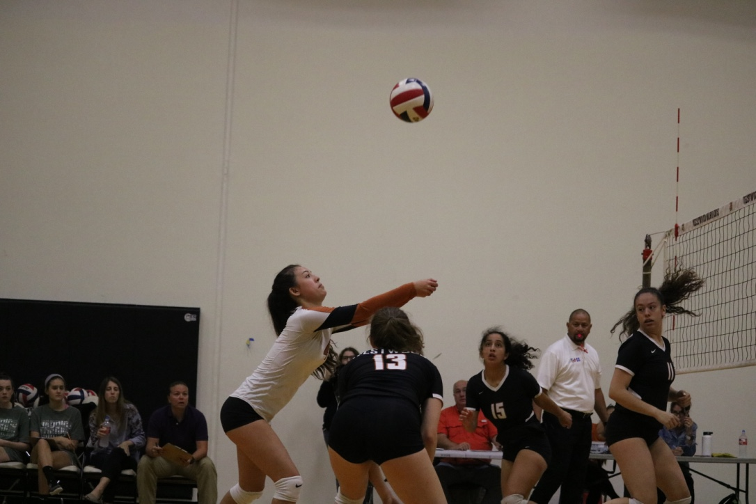 Izzy+Correll+%2722+passes+the+ball+for+her+teammates%2C+setting+up+a+perfect+pass+for+the+hitters.+