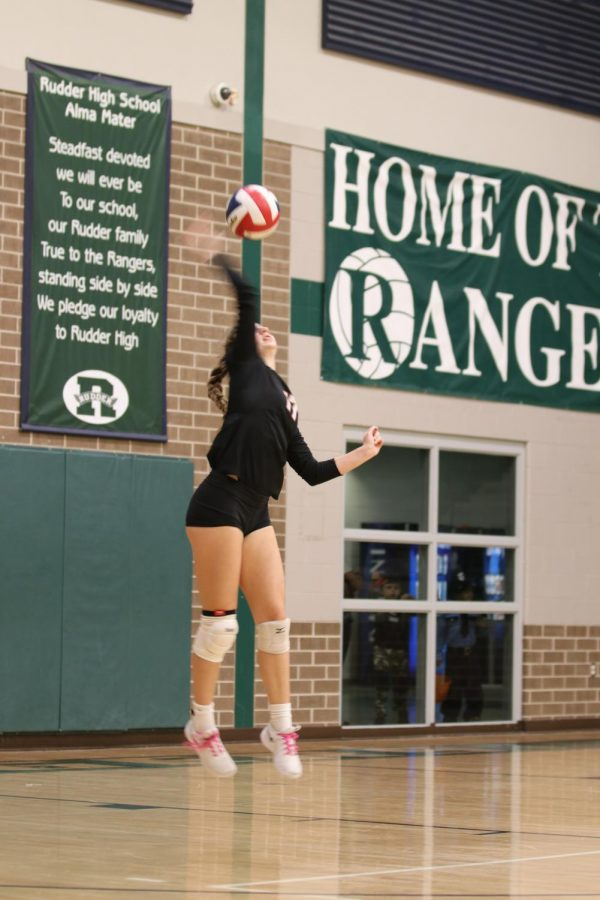Kenzie Beckham '21 executes a jump serve towards the beginning of the game.