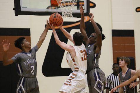 JV Boys' Basketball Falls to Hendrickson 61-57