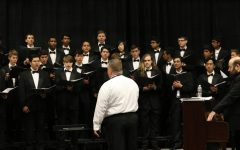 Choir, Orchestra Combine to Deliver Holiday Songs