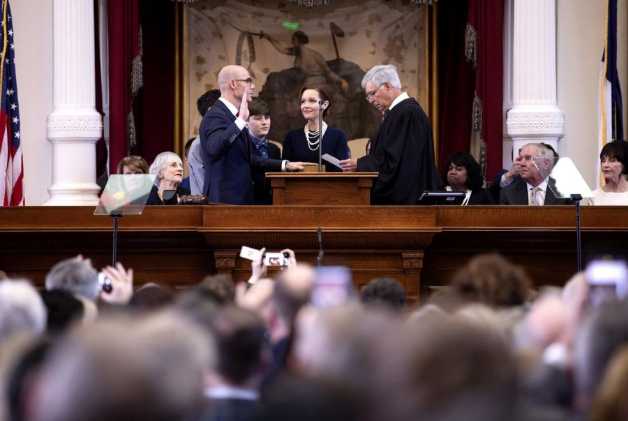 State+Rep.+Dennis+Bonnen%2C+R-Angleton%2C+is+sworn+in+as+House+speaker+on+Tuesday%2C+Jan.+8%2C+2019.