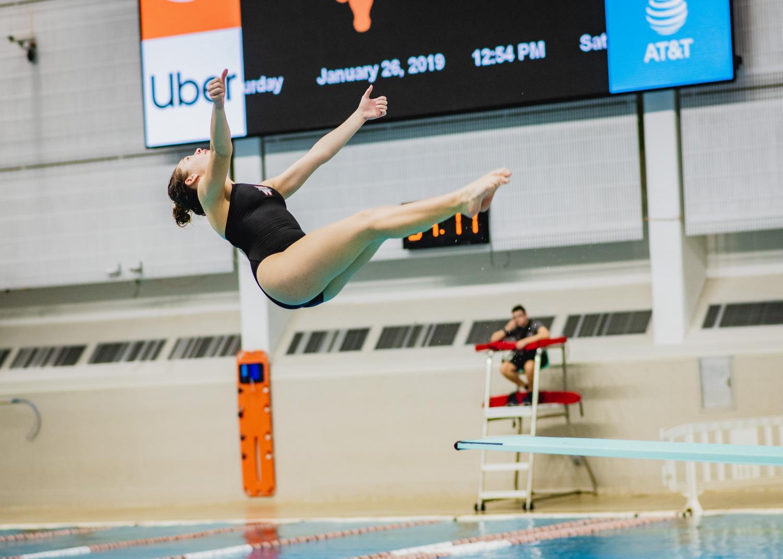 Lauren+Ogle+%2721+does+a+backward+dive.