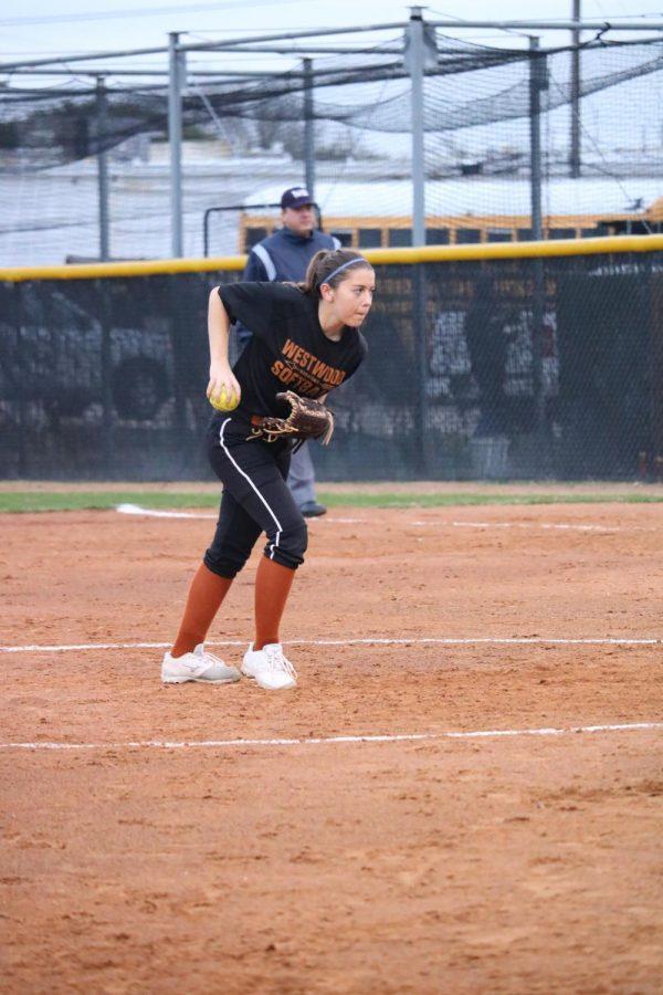 Bella Gallardo 21 pitches the ball.