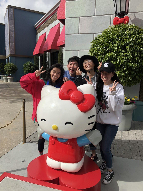 Seniors+Vivian+Tran%2C+Andrew+Ji%2C+Stephen+Shiue%2C+and+Katie+Hsiao+pose+with+Hello+Kitty.