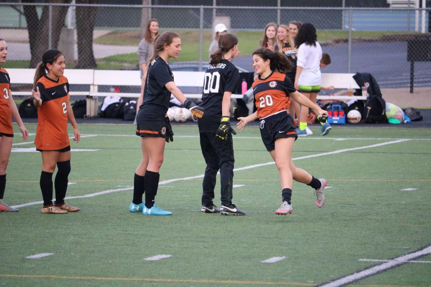 Jessica+Lane+%2721+high-fives+her+teammates+before+the+game.+