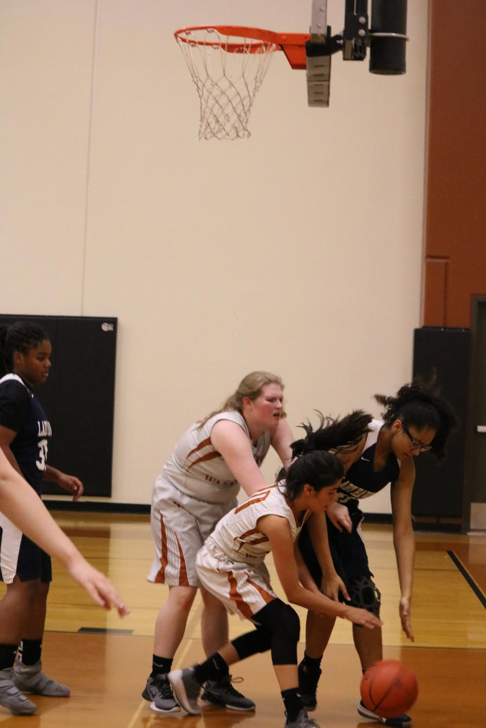 Kaylina+Martinez+%2722+and+a+Hendrickson+opponent+attempt+to+steal+the+ball.+