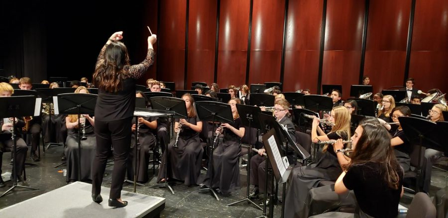 Ms. Ruth Lim directs the Concert Band as they rehearse before the concert.