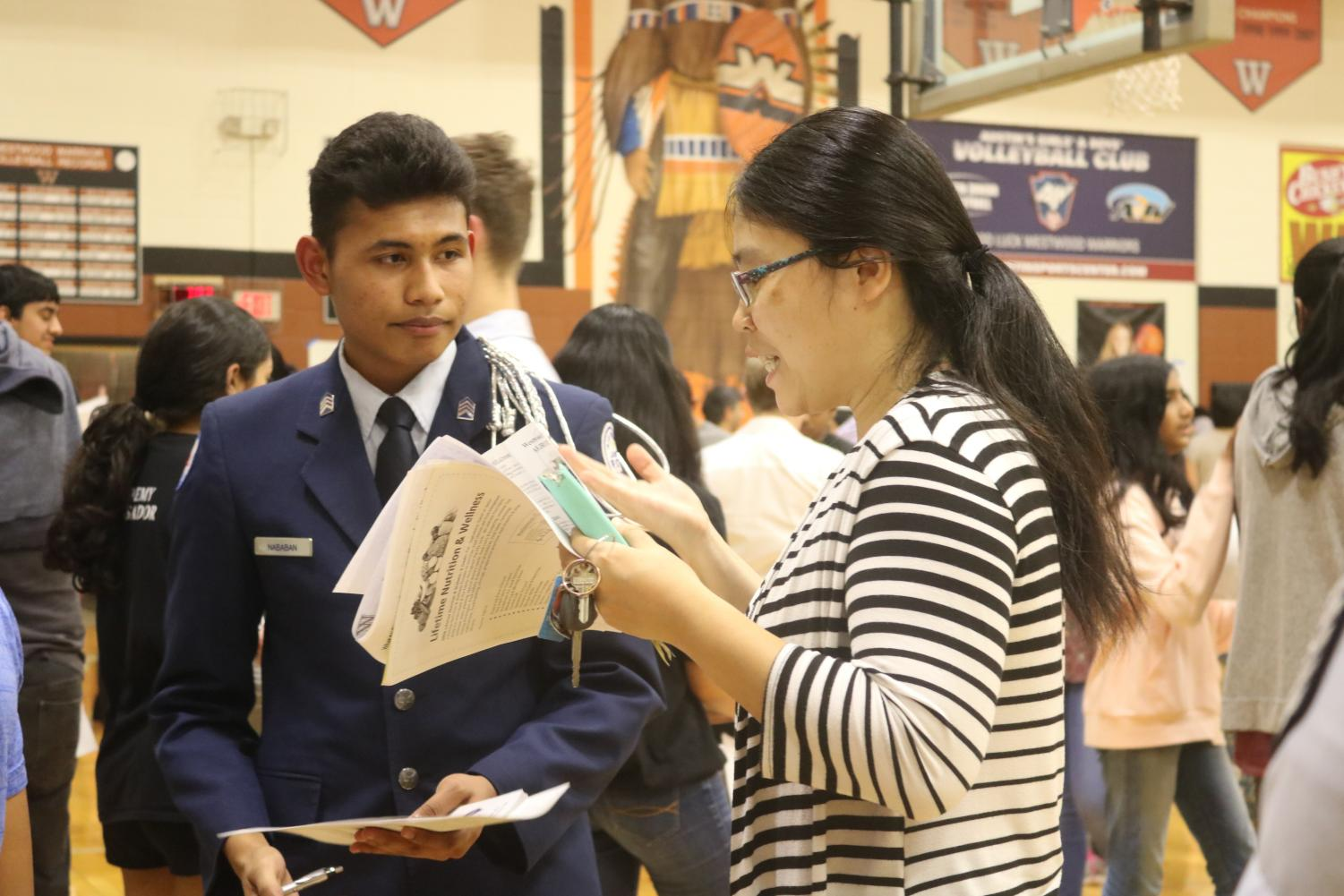 Parents+Attend+Informational+Eighth+Grade+Night