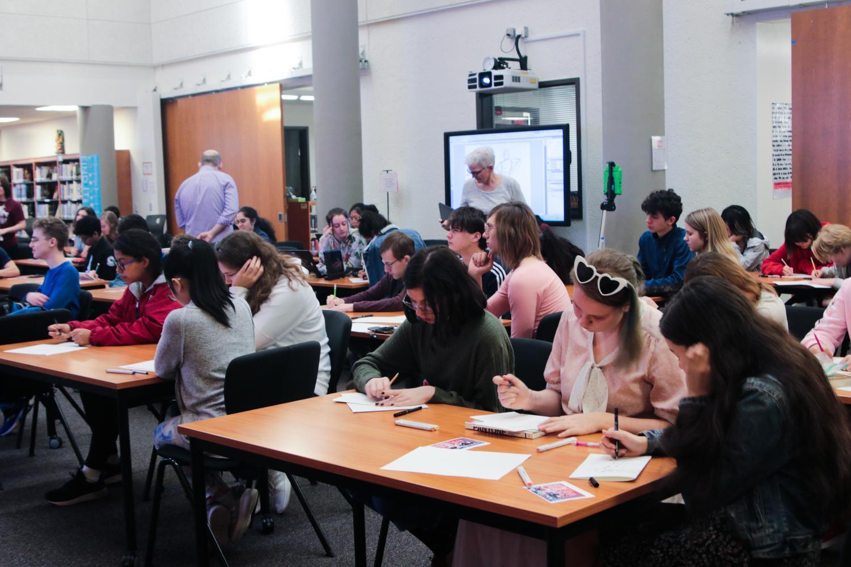 Art+students+attend+a+presentation.+